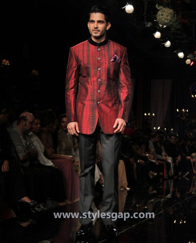 fb92ee7d0 Manish Malhotra Latest Men Wedding Sherwanis   Party Suits 2016-2017  Collection