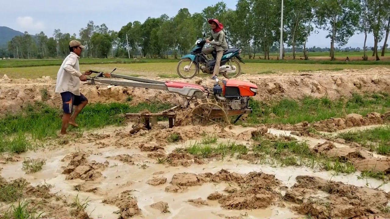 Tractor Kubota ZT140 Almost Stuck in mud in 2020 Kubota
