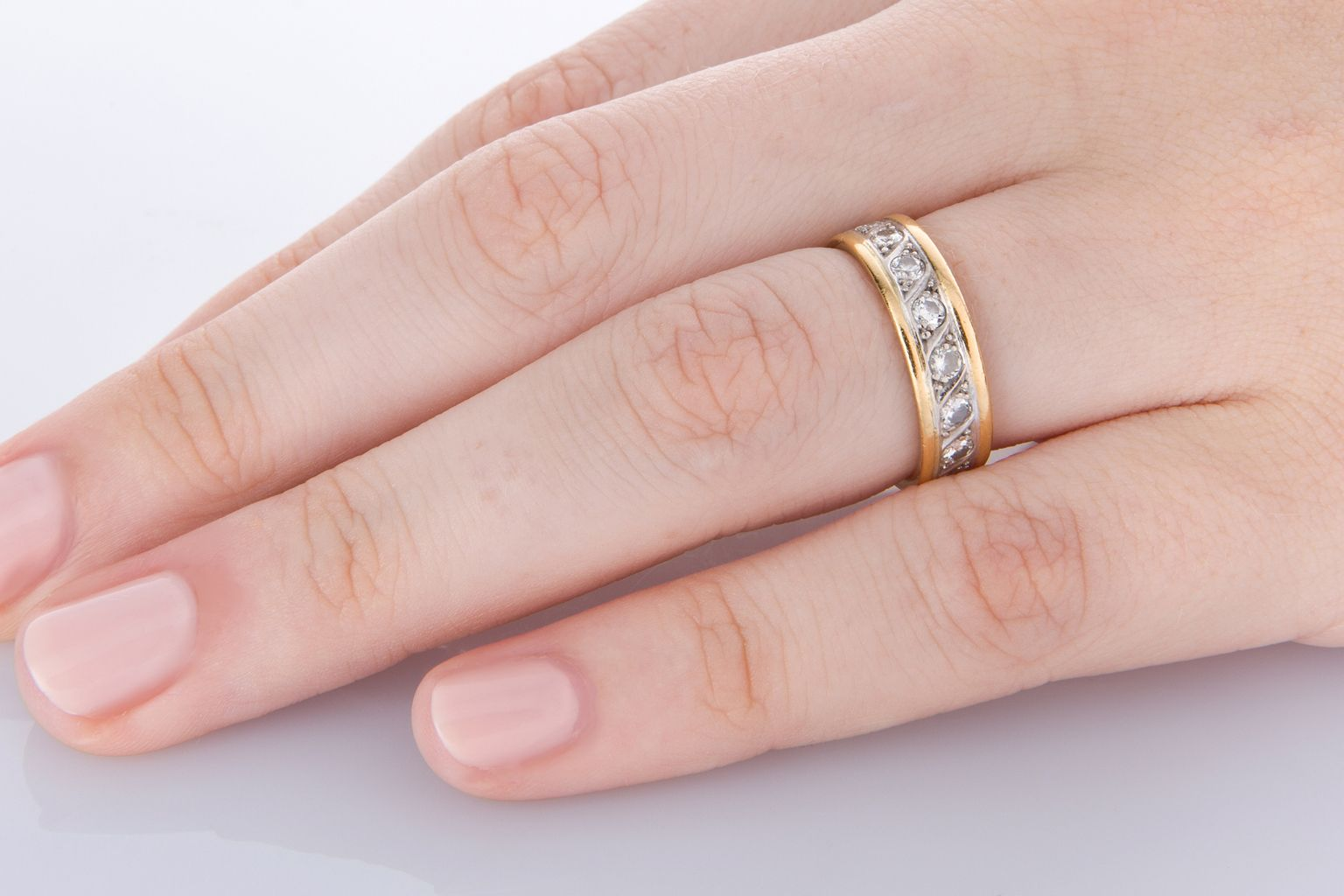 Stylish 18k yellow gold Dior Chain ring set with 0.50cts of bright ...
