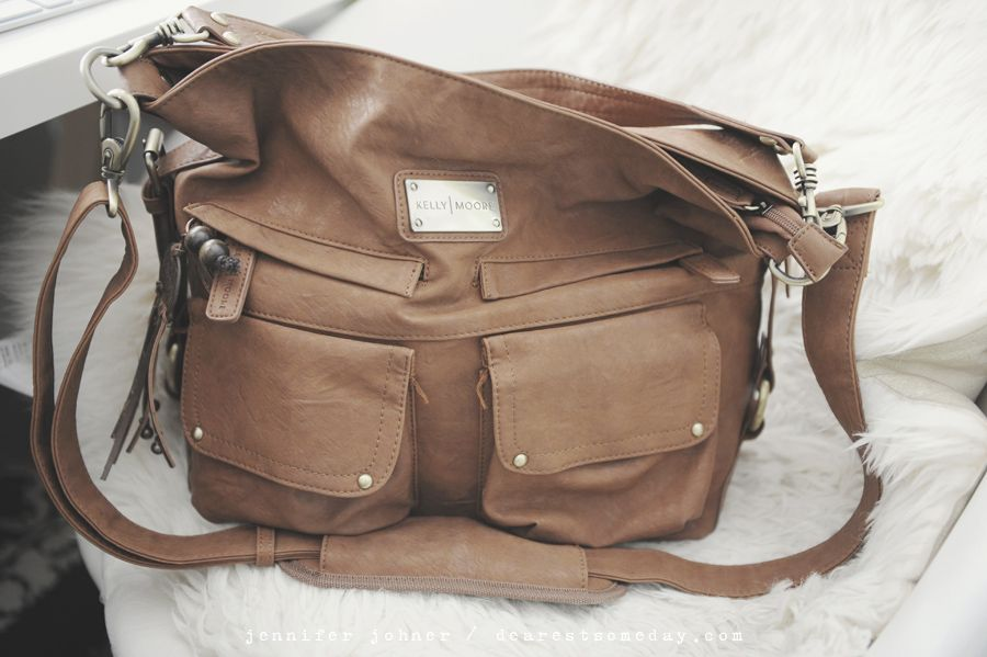 kelly moore - 2 sues (camera bag review)