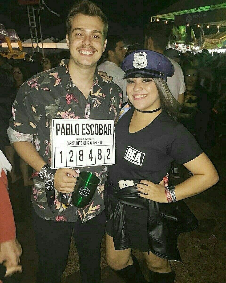 Halloween Costumes 2020 Dea Fantasia de casal: Pablo Escobar e Agente do DEA. #fantasiadecasal