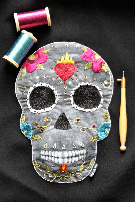 Calavera , crâne mexicain , crâne brodé , patch brodé , customisation , cadeau pour elle , cadeau original , lunéville , personnalisé de la boutique Heollene sur Etsy