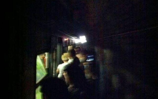 "InfoAtac metro B ripresa "" si, ripresa per il culo! #metroB #atac"