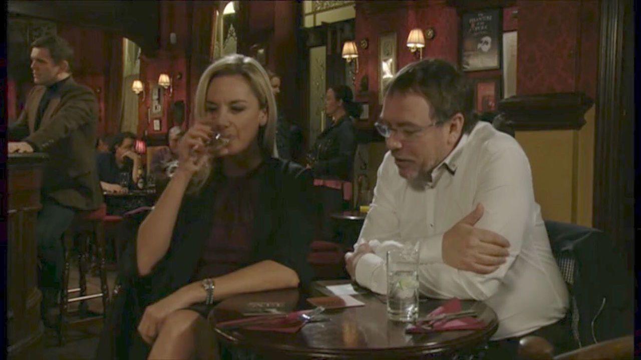 EastEnders dating mies etsii naista dating