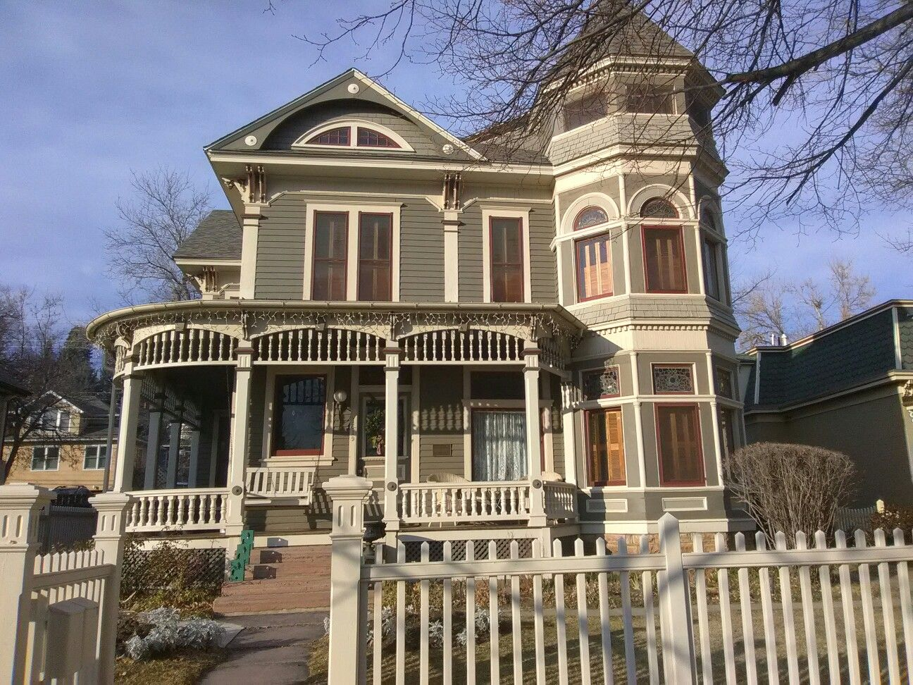 Went to the Mork and Mindy house it\'s amazing | Places to visit ...