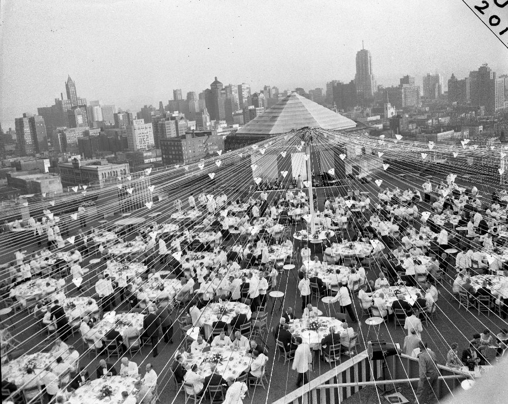 Chicago History Rooftop Party On The Merchandise Mart Chicago 1954 Roof Architecture Roofing Roof Truss Design