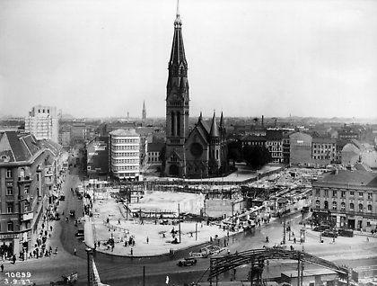 Alexanderplatz 1931 Blick Zum Georgenkirchplatz Zwischen Neue Konigstrasse Links Und Landsberger Stras Historische Bilder Berlin Geschichte Historische Fotos