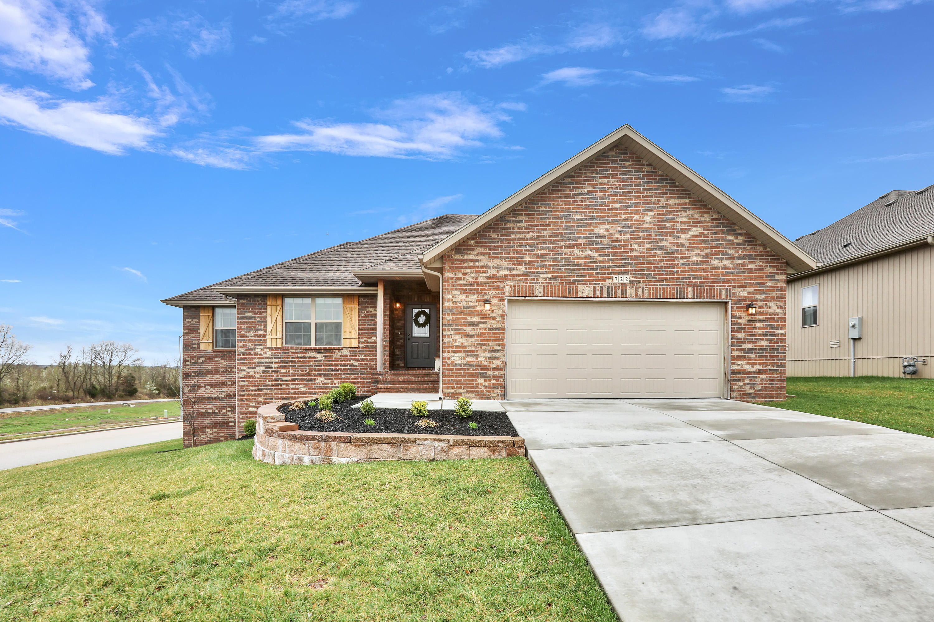 New on the market in cobble creek 4 beds 2 baths 1840 sq