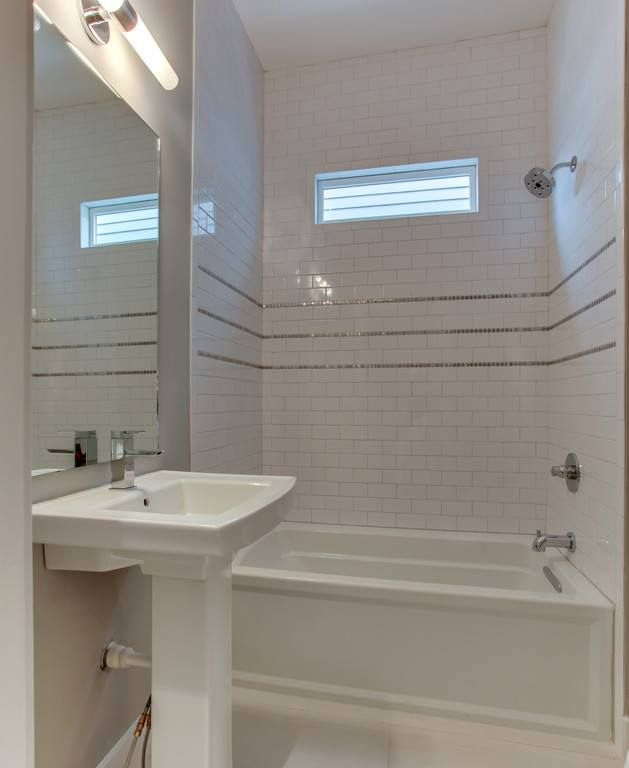 Three Thin Accent Bands With Horizontal Offset Subway Tile