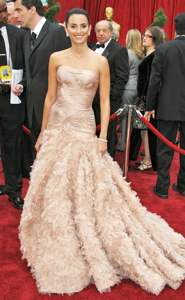 The Spanish beauty opted for a Versace gown.