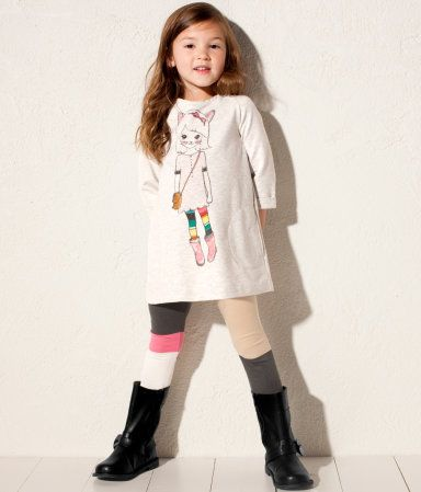 Little girl outfit: color block leggings, tunic tshirt and boots.