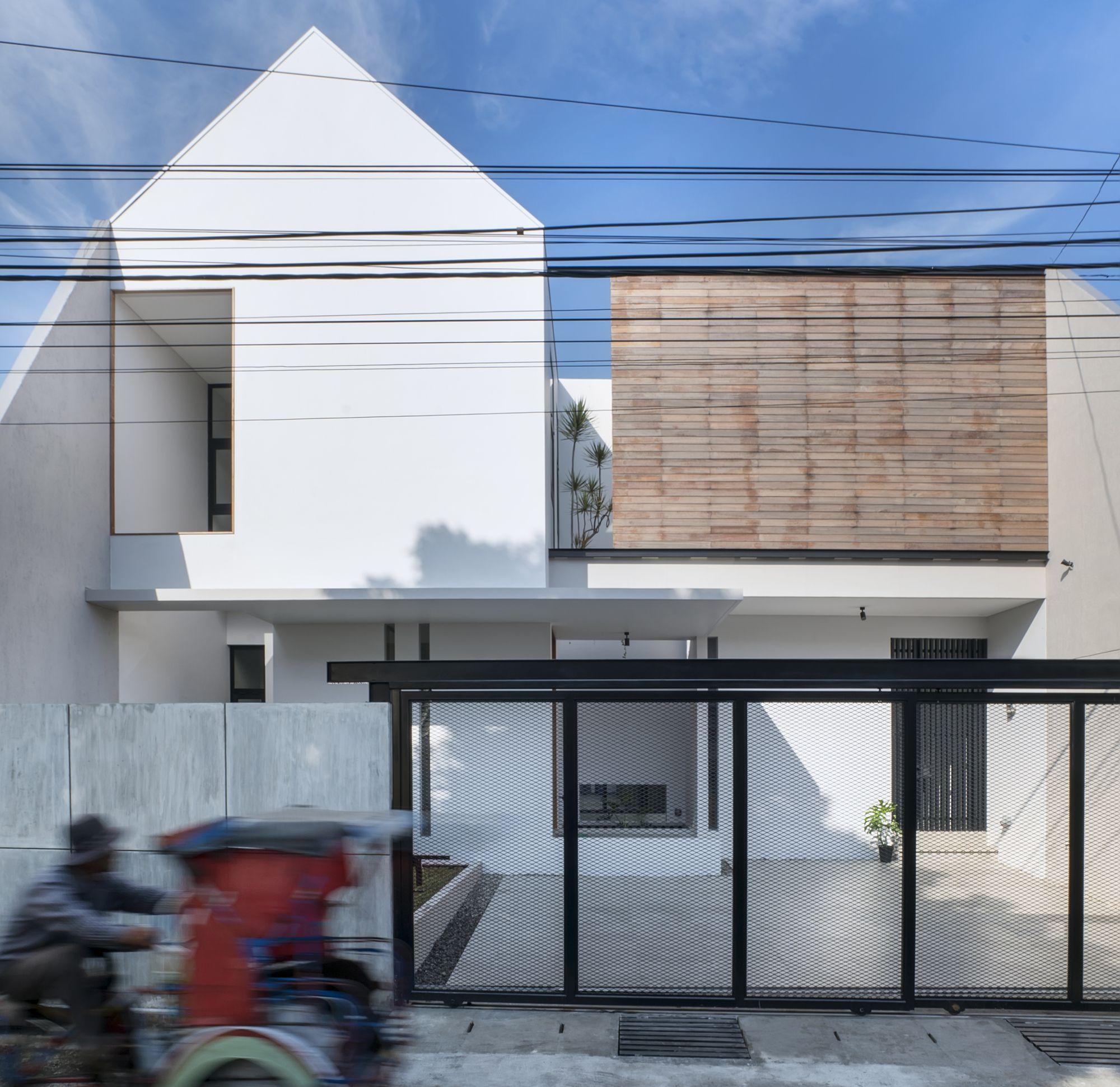 Casa At 3 56 E Re Studio Fachada De Casa Diseno Minimalista De Vivienda Arquitectura De La Casa