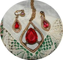 Vintage Sarah Coventry Scarlet Tears Red Glass Necklace & Earrings
