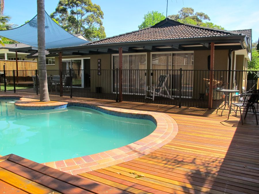 Spotted Gum Decking Around Kidney Shaped Pool Kidney Shaped Pool Backyard Pool Designs Patio Deck Designs