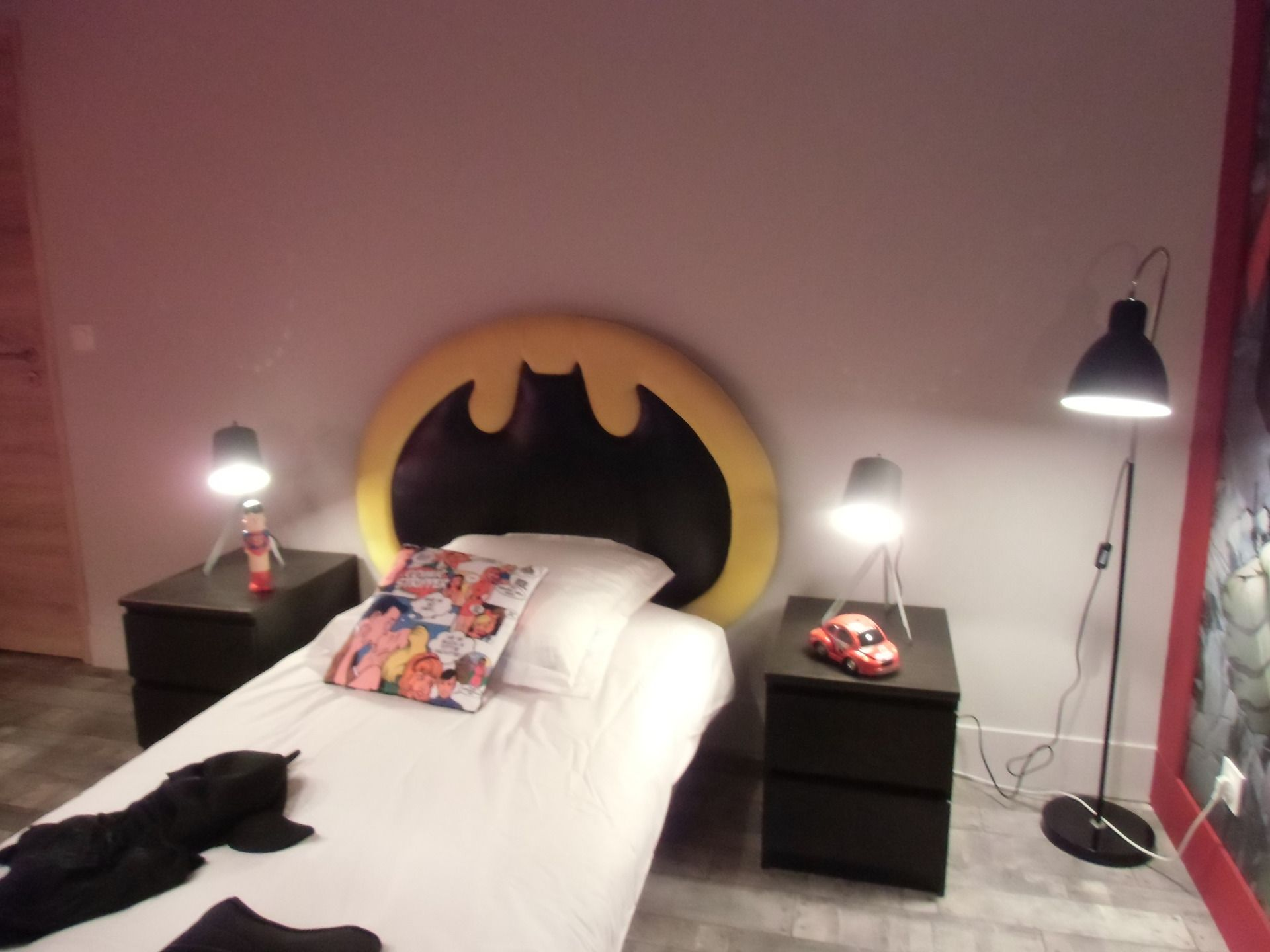 t te de lit batman lit enfant super h ros cr ation unique chambre d 39 enfant de b b par. Black Bedroom Furniture Sets. Home Design Ideas