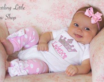 Items op Etsy die op Baby meisje Outfit--Romper, ruffle boog hoofdband en been warmers--ik ben een geschenk, Psalm 127:3--paars en roze baby douchegift lijken