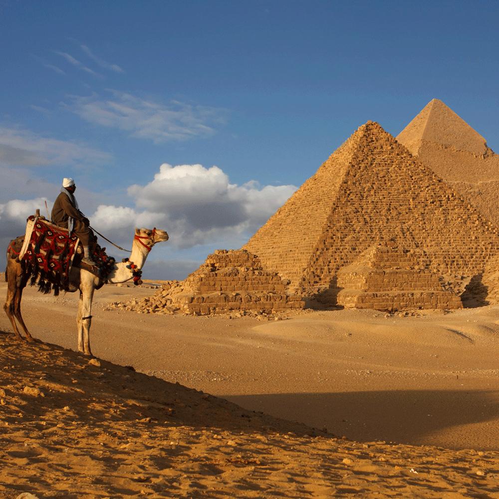 Tributo alla grandezza degli antichi faraoni, le #Piramidi di Giza custodiscono enigmi che resistono al passare dei secoli.