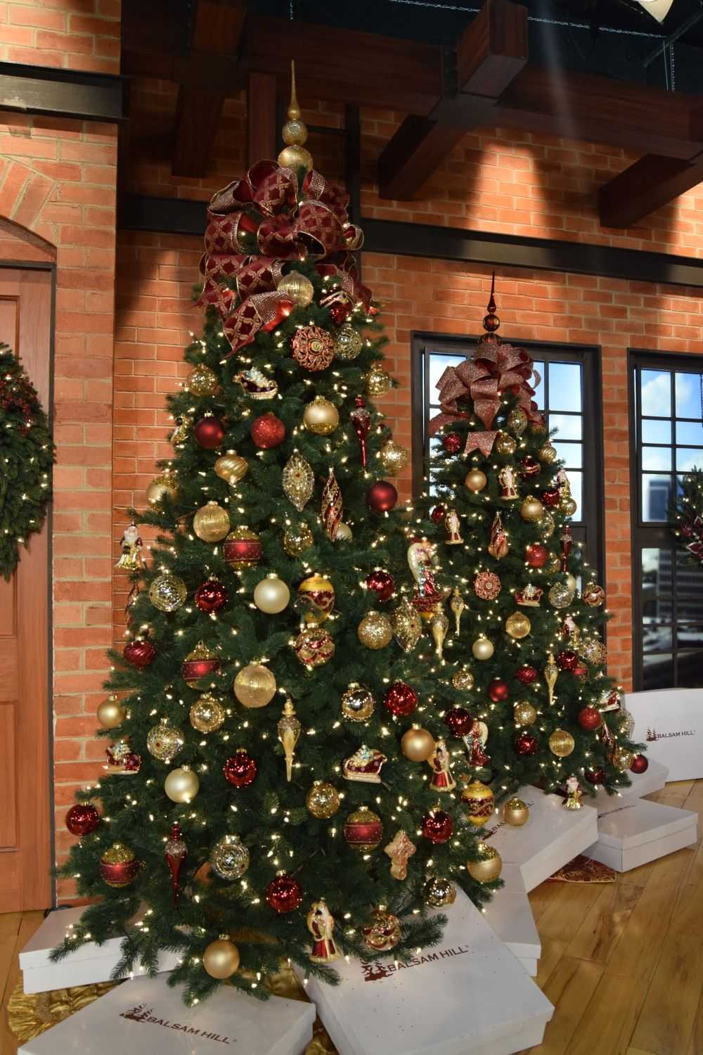 Timeless Red Green And Gold Christmas Tree Decorating Ideas Red And Gold Christmas Tree Green Christmas Tree Decorations Gold Christmas Tree Decorations