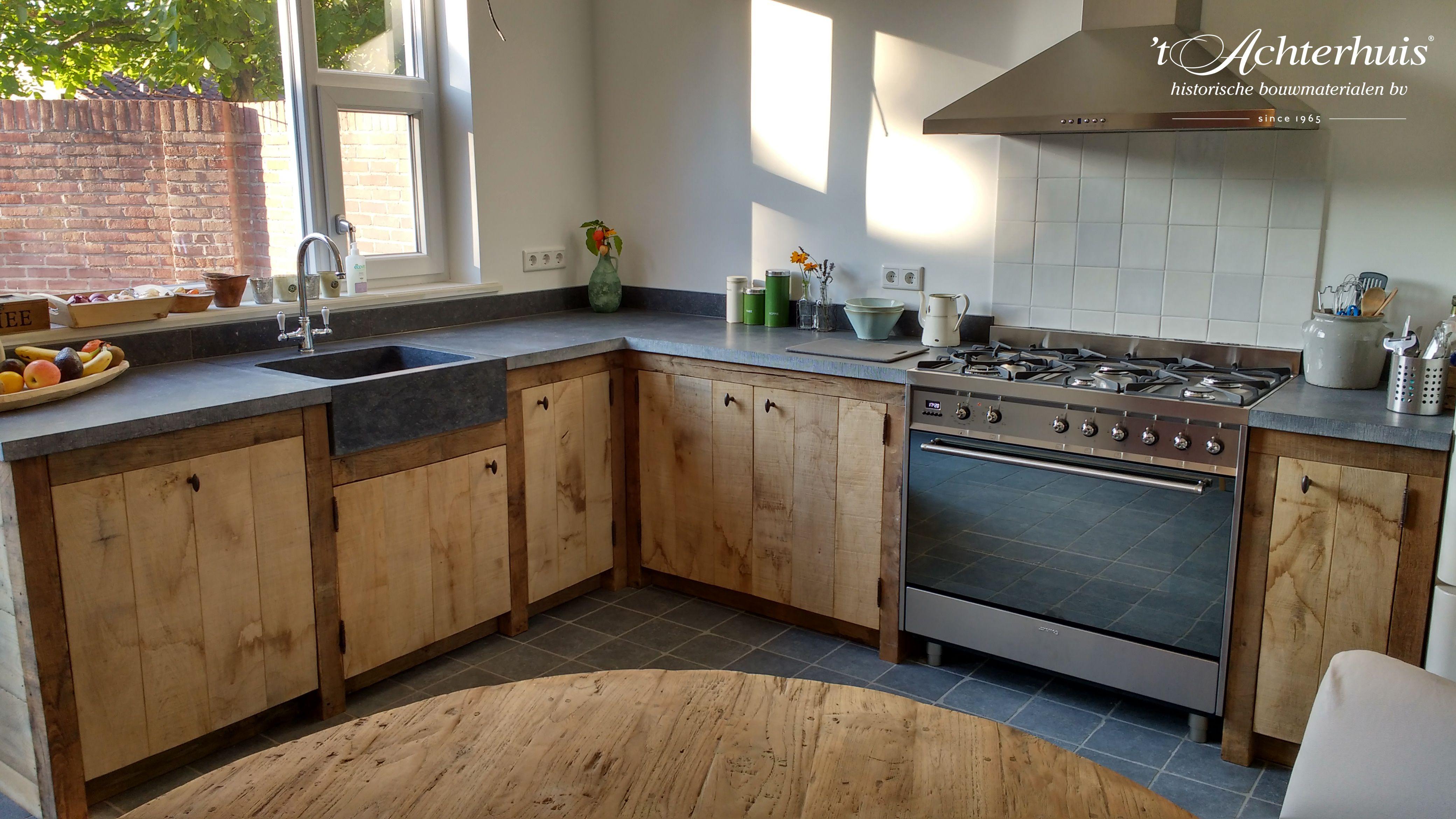 Zelfgemaakte Landelijke Keuken Met Oude Bouwmaterialen Afkomstig Van T Achterhuis In Udenhout Keuken Ontwerp Moderne Keukens Keuken