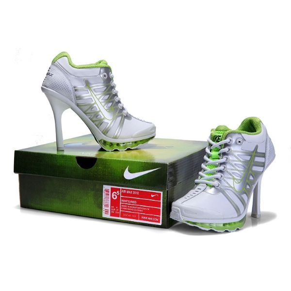 sports shoes a0cdb 50980 womens nike shocks with silver glitter, I must have these!