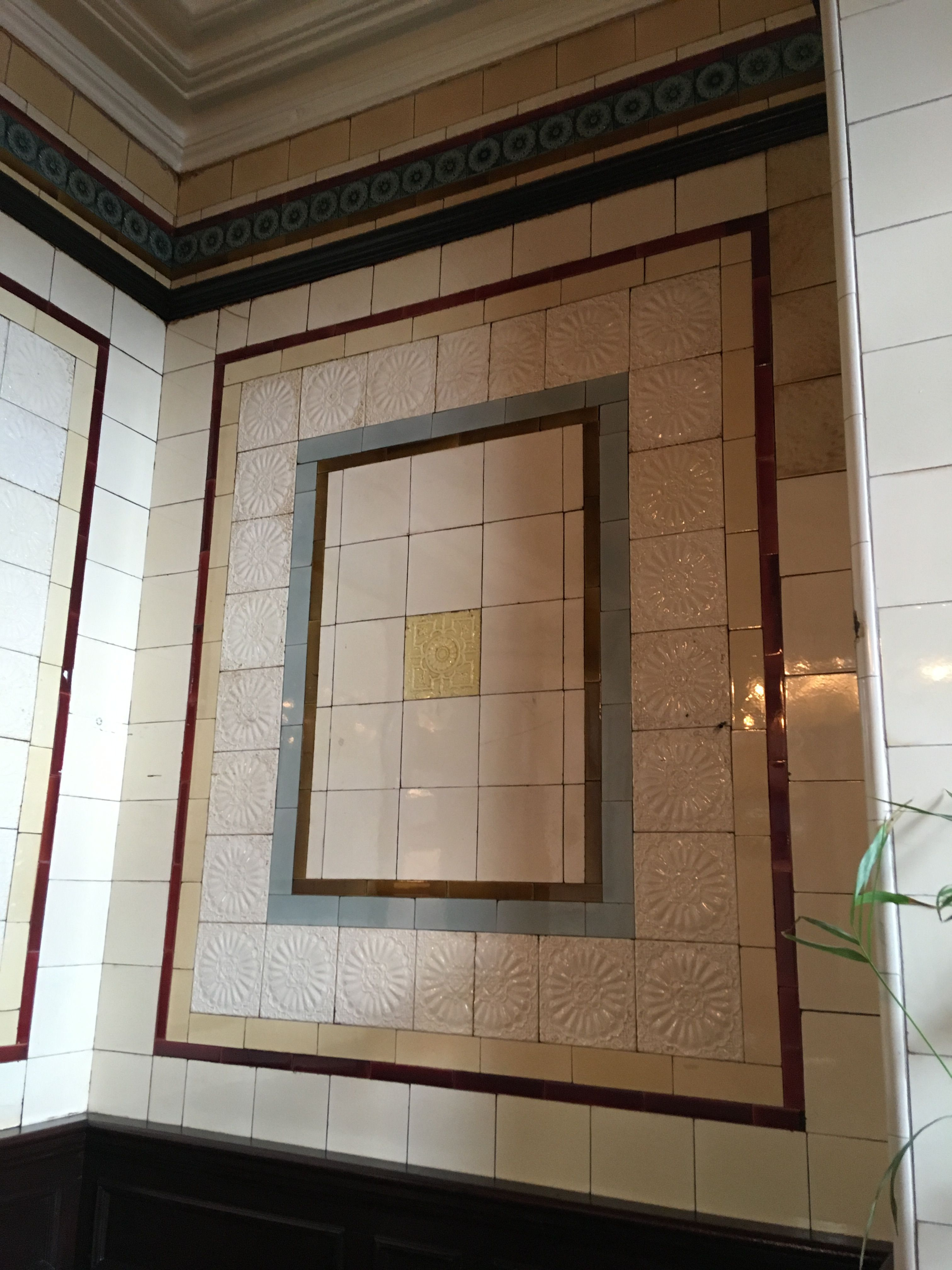 Late Victorian wall tiles at The Woodman pub in Birmingham ...