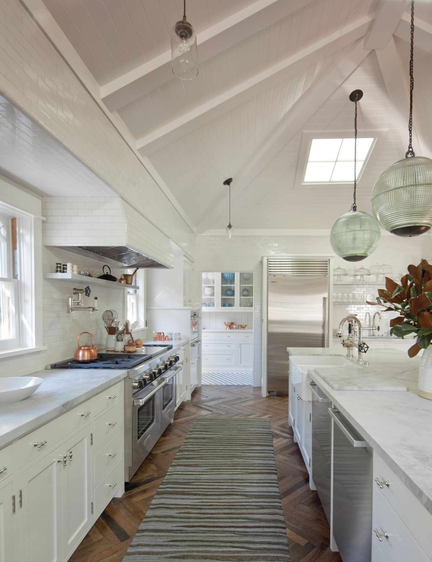 These Vaulted Kitchens Are The Chicest Way To Renovate Vaulted Ceiling Kitchen Modern White Kitchen Cabinets White Modern Kitchen