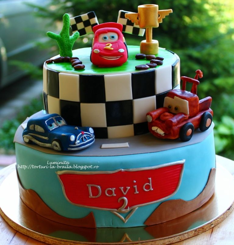 Decorating A Checkerboard Cake For Teen Boys