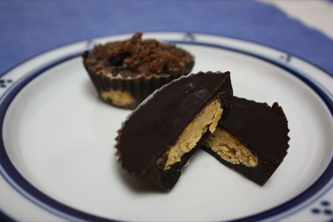 This Rawsome Vegan Life: peanut butter cups! reeses SCHMEESES. pff.
