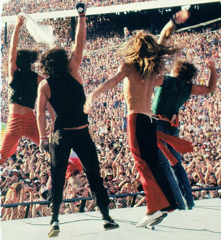 Van Halen Closing Their Set At The Tangerine Bowl Orlando Fl As The Opening Act For The Rolling Stones 1981 I Saw Van Halen Eddie Van Halen Rolling Stones