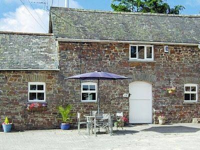 Stable Cottage Meshaw Situated in Meshaw in the Devon Region, this holiday home is 30 km from Exeter. The property is 47 km from Taunton and free private parking is offered.  An oven, a toaster and a fridge can be found in the kitchen and there is a private bathroom.