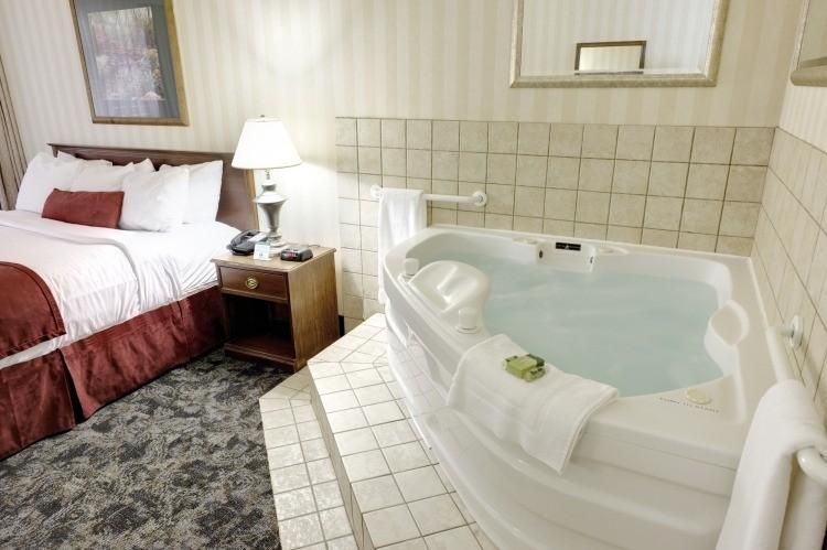 Indoor Jacuzzi A Whole Spa Experience In Your Room Architecture Indoor Jacuzzi Jacuzzi Bathtub Remodel