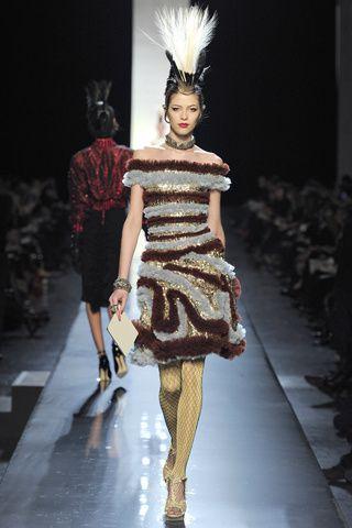 vestidos de ensueño estilo carnaval color blanco , marrón y dorado