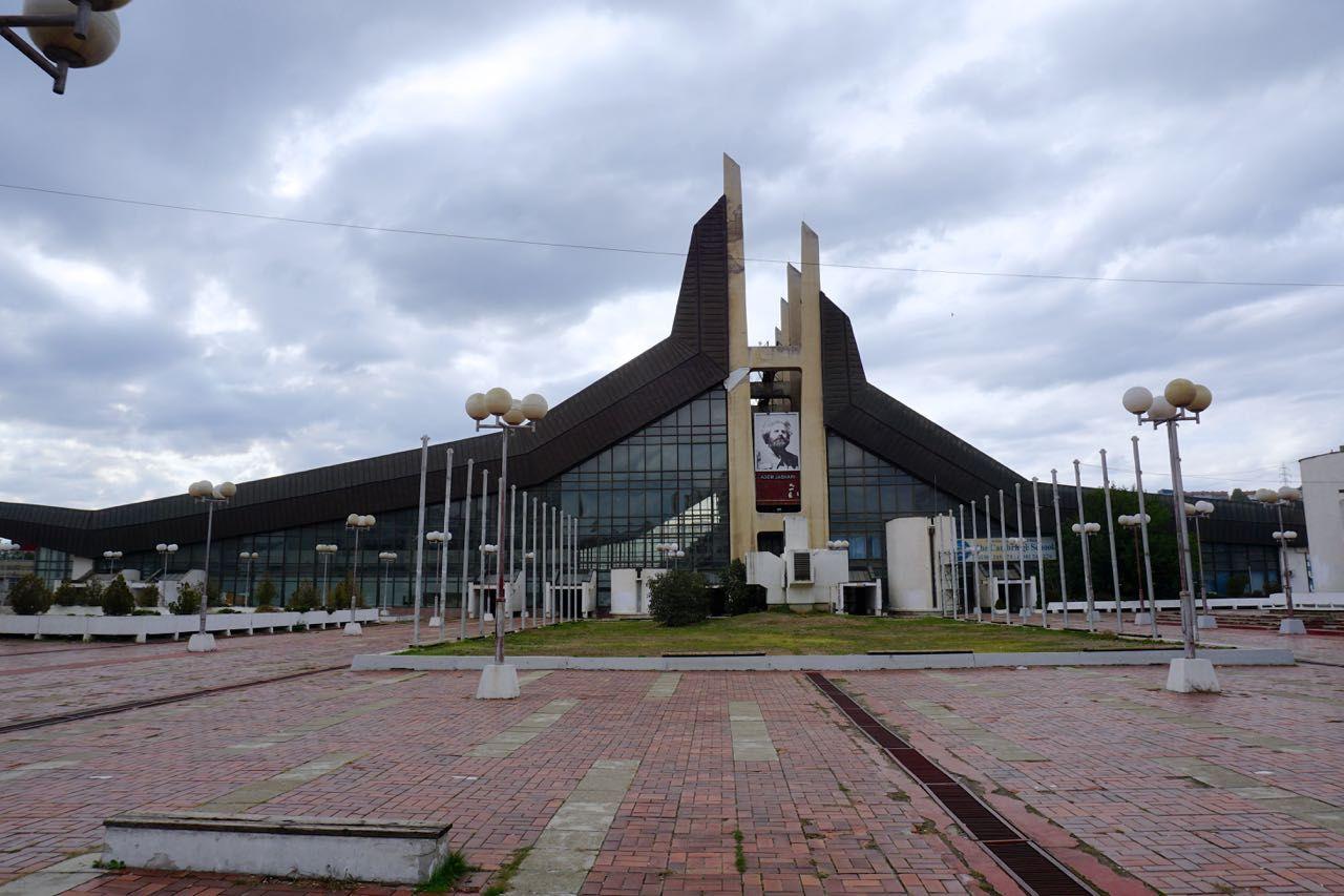 Paleis voor Jeugd & Sport Pristina Kosovo Monumenten