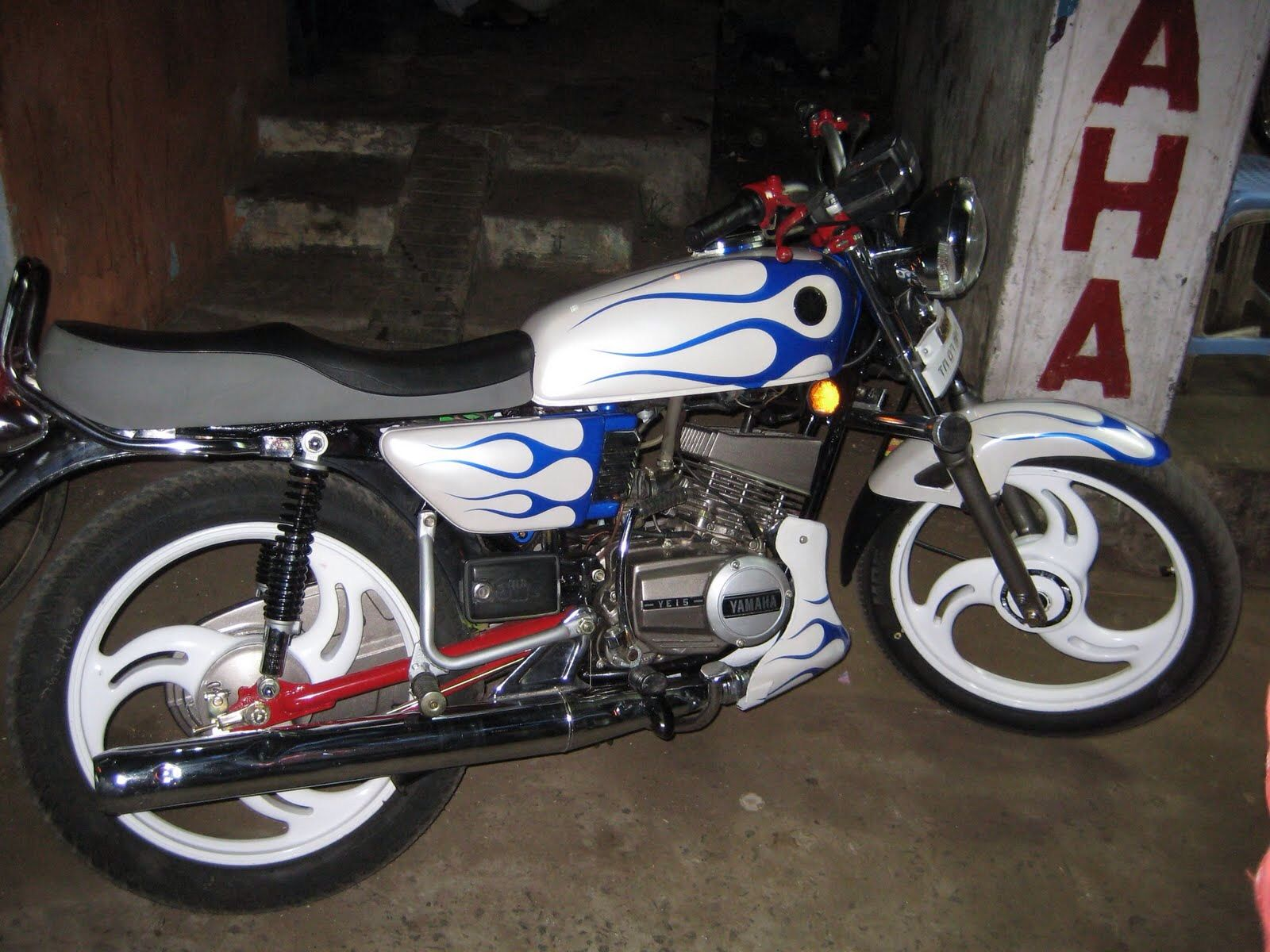 Well Modified With Images Yamaha Rx100 Yamaha Rx 135 Yamaha