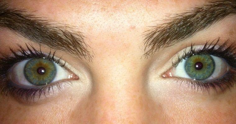 how to make dark green or hazelbrown green eyes pop