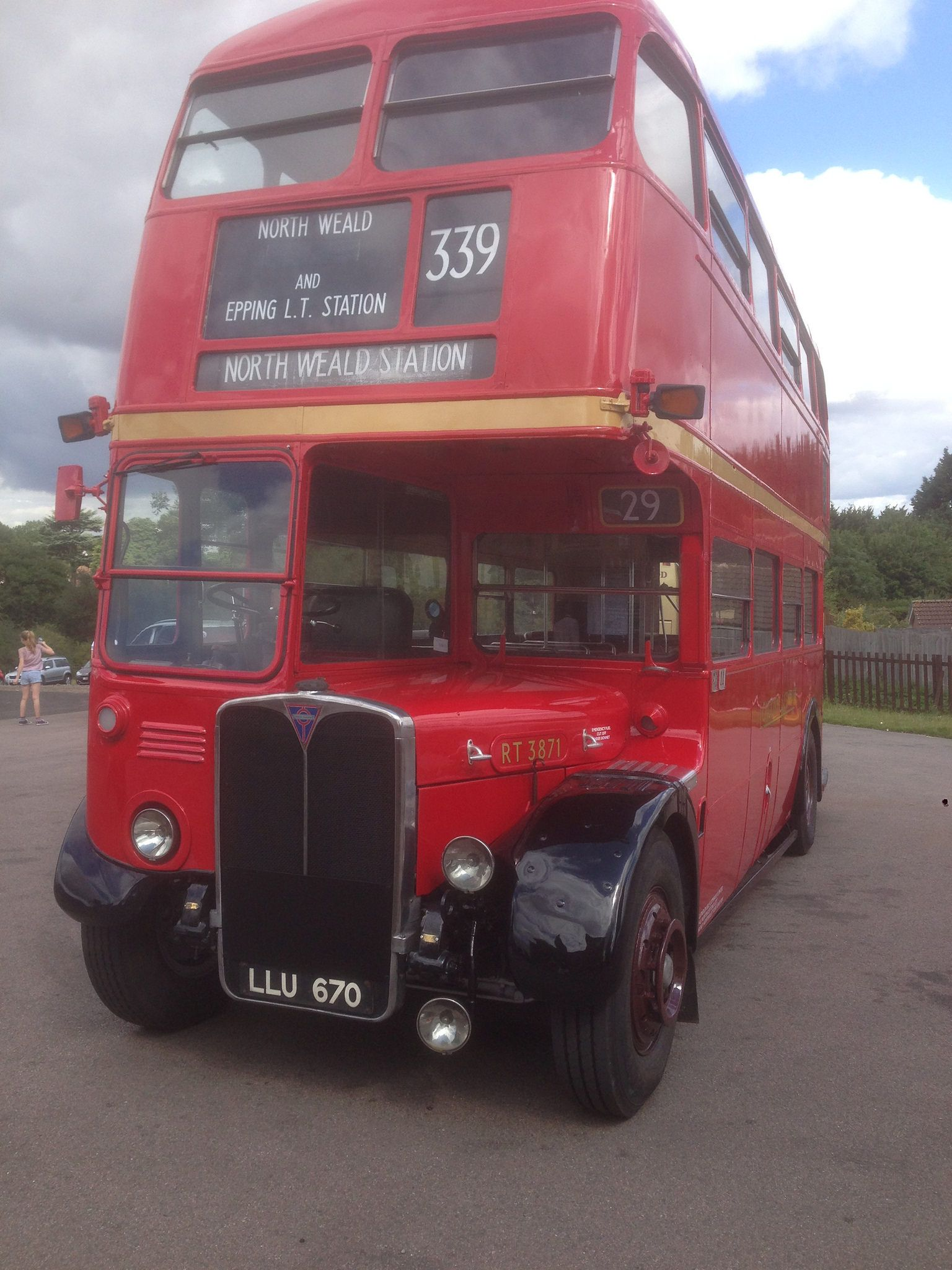 https://flic.kr/p/wBVknh | RT3871 on the 339 | A RT3871 (LLU670) on the 339 running between Epping and North Weald stations.