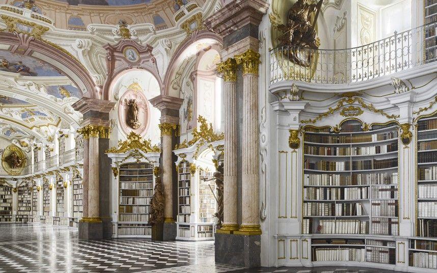 Biblioteca de la Abadía de Admont (Austria). Es la biblioteca monacal más grande del mundo. Contiene alrededor de 200.000 volúmenes, que muestran la importante evolución artística e histórica de la literatura a través de los siglos.