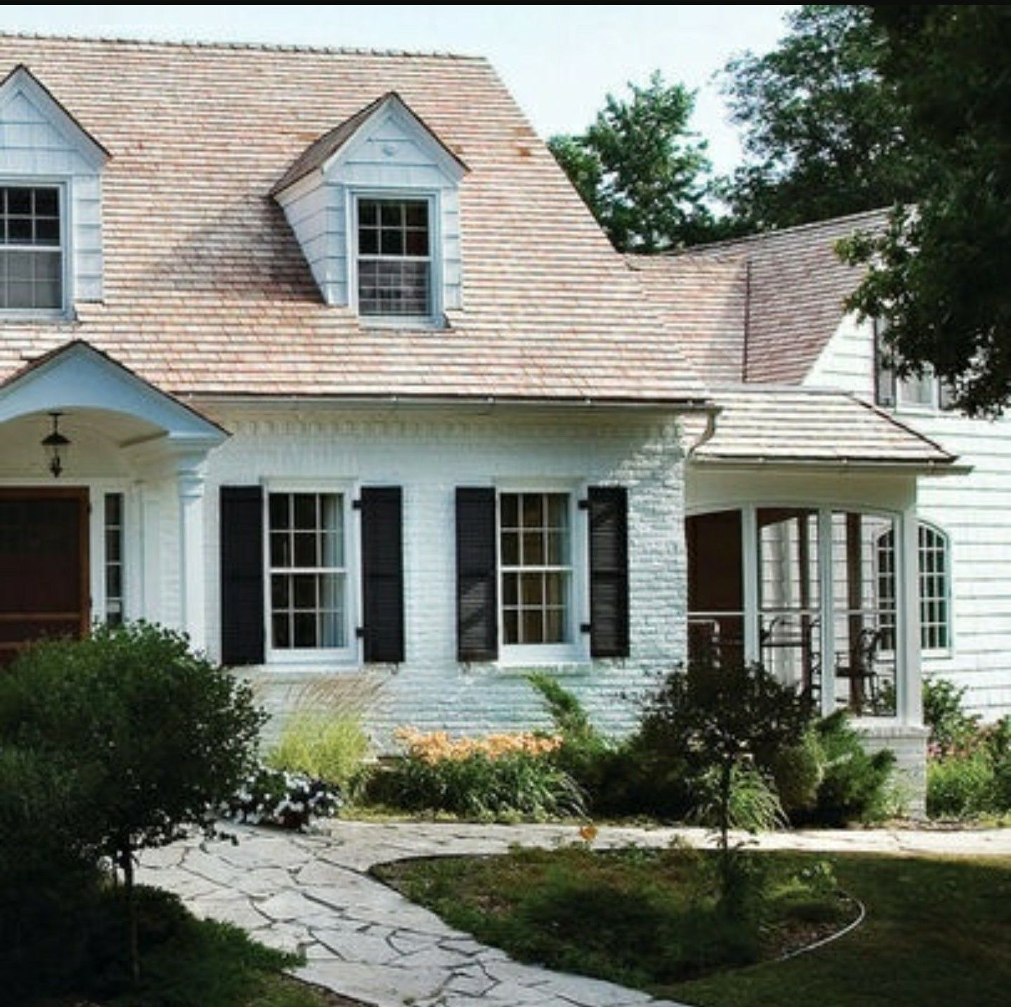 Best White Siding With Tan Roof Painted Brick House 400 x 300