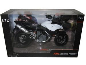 automaxx ktm 990 sm t blanconegro 112 moto modelo 601703 - Categoria: Avisos Clasificados Gratis  Estado del Producto: Nuevo KTM 990 SMT WHITEBLACK 112 MOTORCYCLE scale 112 New in original Factory BoxMade By AUTOMAXX Shipping & Handling Information:All Items Will ship by US Postal serviceShipping to USA is 795We will very happy to Combine shipping! For each additional purchases just add 2 for shippingPR, HI, AK, APO, PO BOX, FPO, HI jUST ADD 5International Shipping:Please feel free to mail…