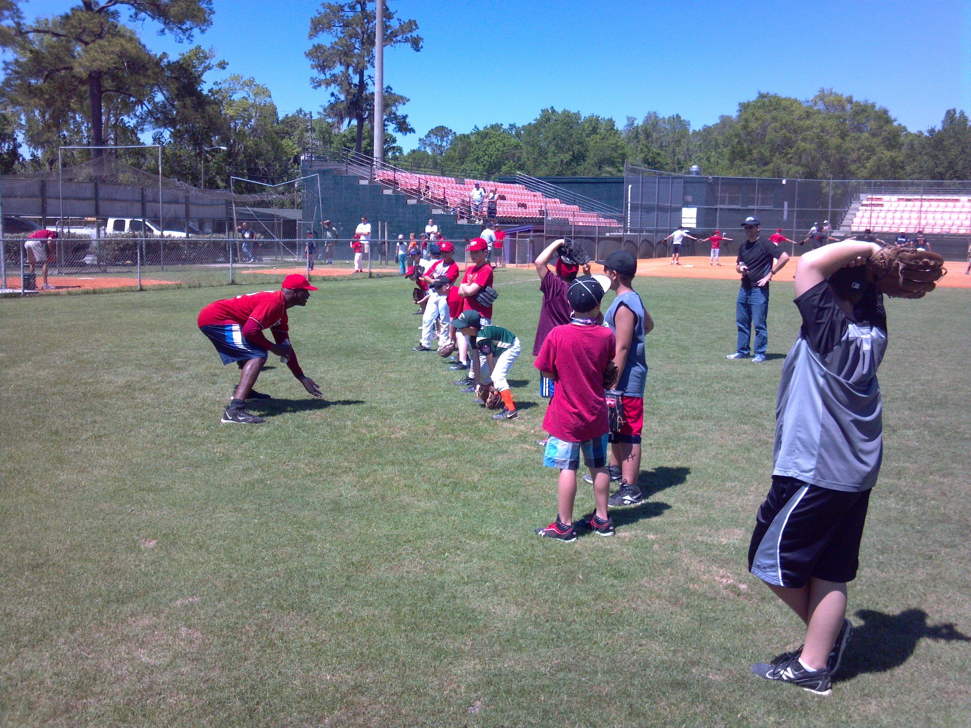 Hard Hittin Mark Whiten Shows Proper Fielding Technique At A Legends For Youth Clinic In Bro Major League Baseball Players Baseball Players Alumni Association