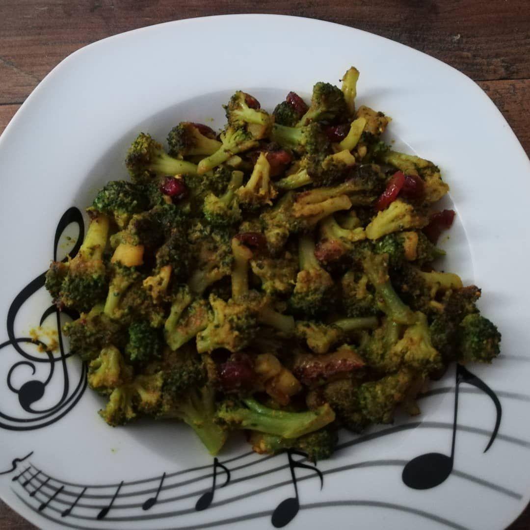 Heute gibt es Brokoliesalat.. Wünsche allen einen guten Hunger... #mittagessen #mittagspause...