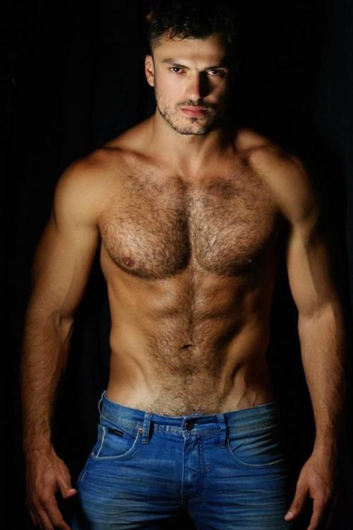 что фото мужиков с волосатой грудью него