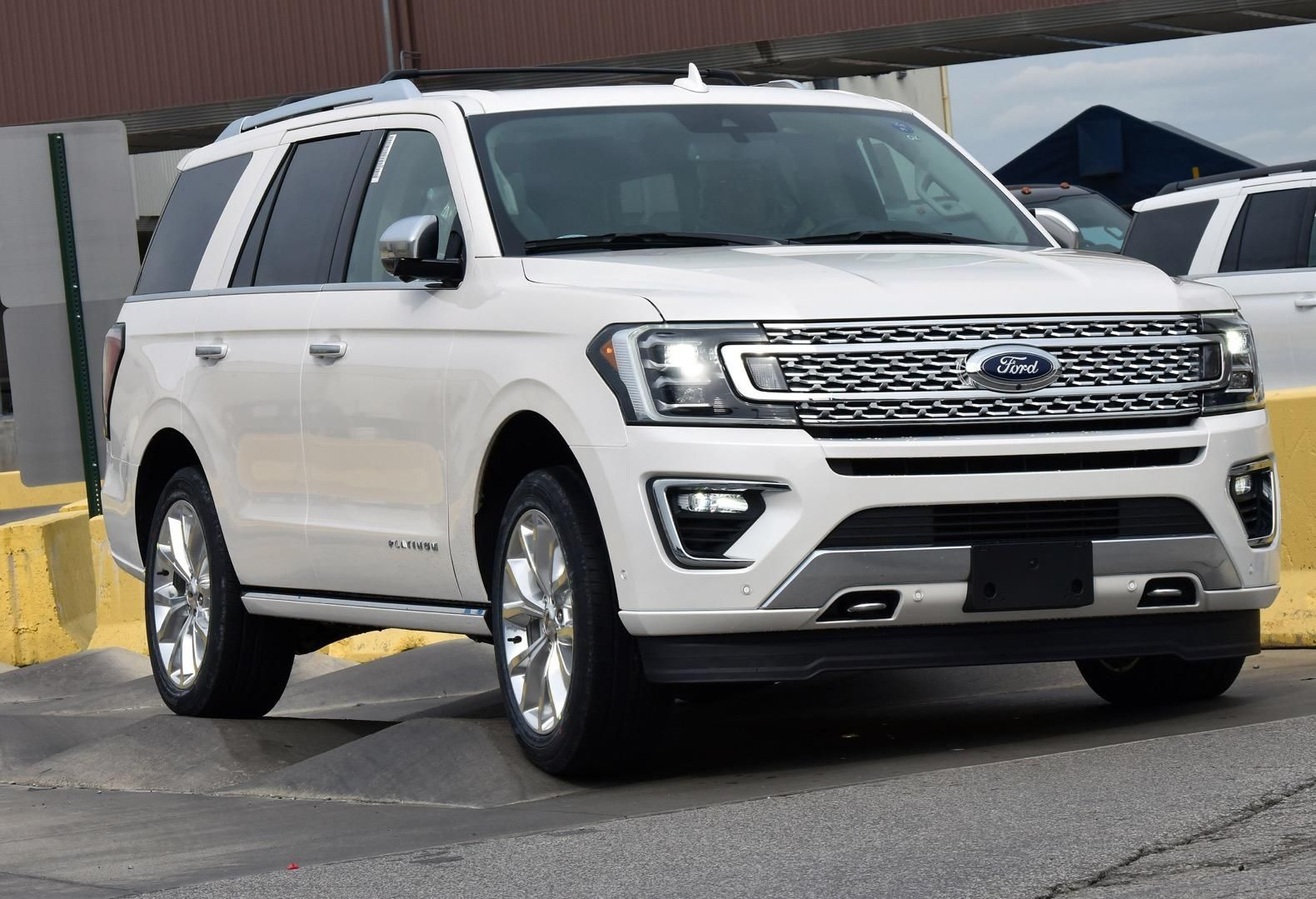 2018 Ford Expedition Rated At 20 Mpg Beats The Suburban The