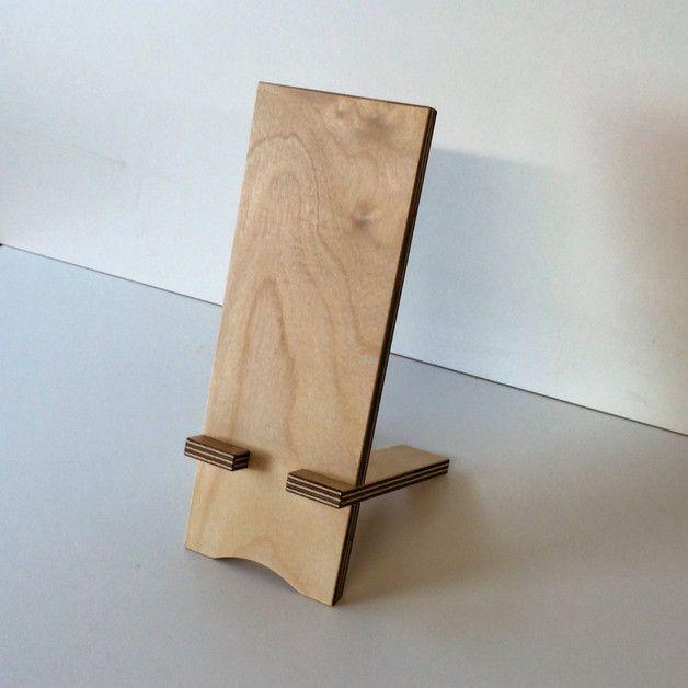 handy zubeh r handyhalter aus holz ein designerst ck von schreinerei maier bei dawanda. Black Bedroom Furniture Sets. Home Design Ideas