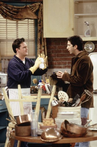 Chandler Cleans The Apartment And Forgets Where Everything Goes D Friends Season 6 Episode 7 One Phoebe Runs Stills Friendstv