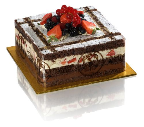Angelica Gateau - Thin chocolate roulade sponge layers, chocolate cream, fresh cream… Lindt