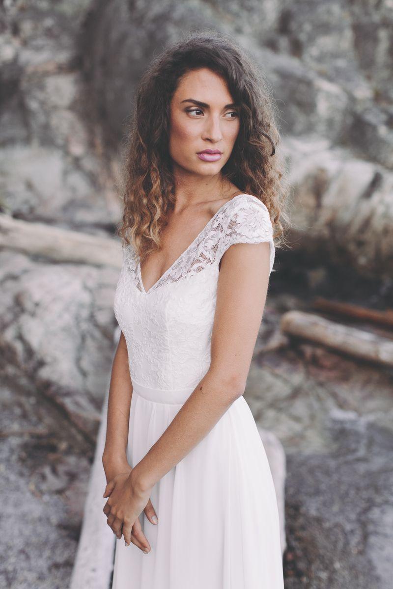 Sommerliches Brautkleid. Ein romantisches Brautkleid mit klaren ...