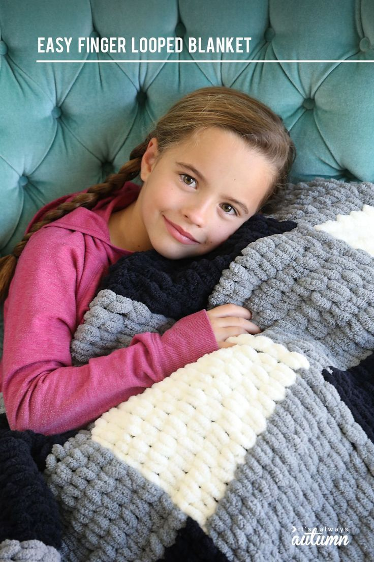 Make a gorgeous finger knit blanket with loop yarn this is so easy  Make a gorgeous finger knit blanket with loop yarn this is so easy