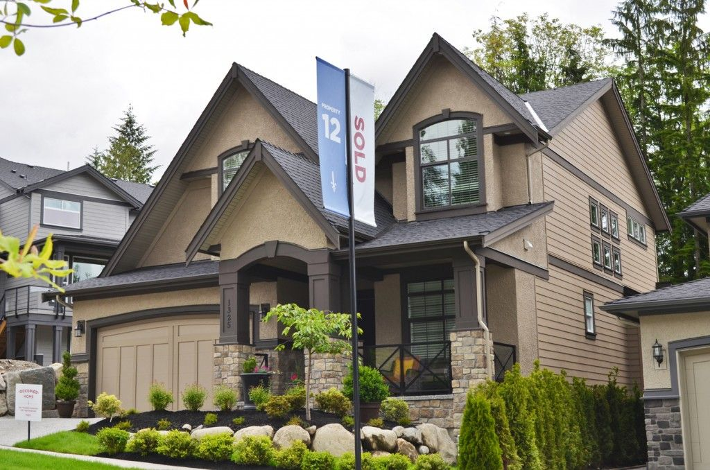 A great example of dark windows with dark trim - Exterior house colors with black trim ...