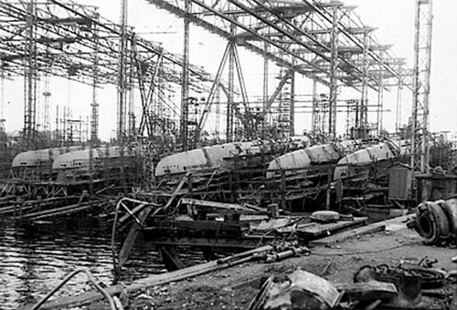 21 Oct 45: Massive U-boat pens in Hamburg are blown up by British Engineers using 32 tons of captured German explosives, which seems very fitting to the victorious Allies.